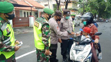 Photo of Prajurit Koramil  0817/05 Kota  Peduli Kesehatan Masyarakat  Binaan Ditengah Pandemi