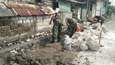 Photo of Peduli Lingkungan Binaan  Babinsa  Cerme Ikut  Bantu  Perbaiki Saluran Air