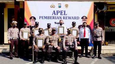 Photo of Ungkap Kasus Kriminalitas, 6 Personel Polsek Tempeh Dapat Reward