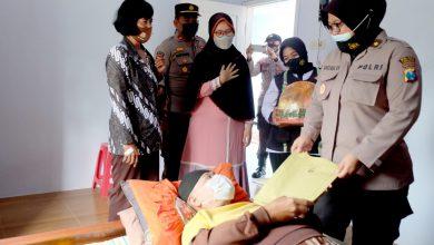 Photo of Peringati Hari Bhayangkara ke 75, Kapolres Lumajang anjangsana ke Purnawirawan Polri