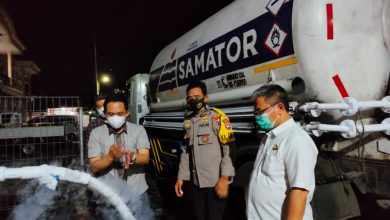 Photo of Kapolres bersama Forkopimda Cek Pengisian Tabung Oksigen Oleh PT Samator di RSUD Dr. Haryoto