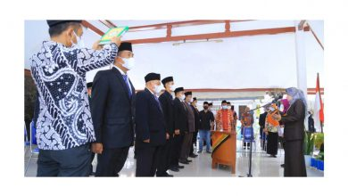 Photo of Camat Dringu Ulfiningtyas Lantik 11 Pj Kepala Desa