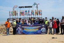 Photo of Laksanakan Program Dirlantas Polda Jatim Satu Anggota Satu Anak Asuh, Satlantas Polres Sampang Ajak 31 Anak Yatim Rekreasi Ke Pantai Lon Malang